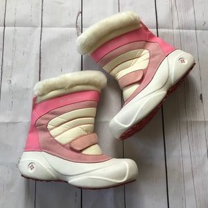 """Columbia """"Snow Day"""" Pink And White Boots Size 7"""